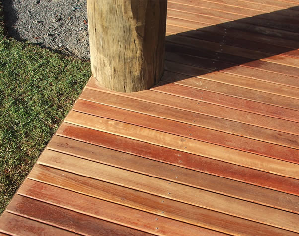 Large image of Select Grade spotted gum decking featuring around a verandah pole